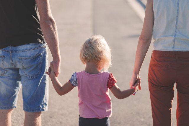 不完全な存在である親