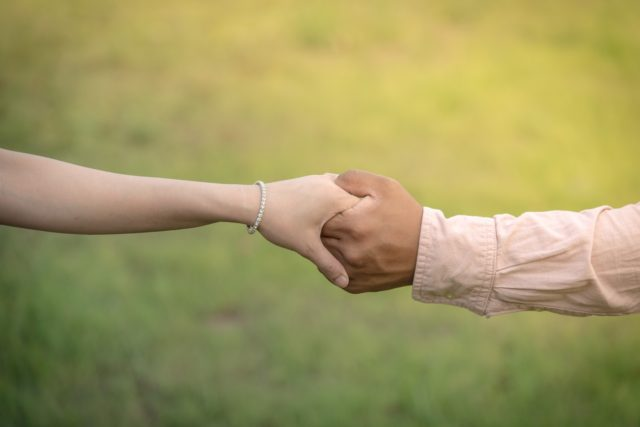 他の人との約束をすることで、強制的に朝起きなきゃいけない事情を作る