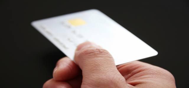 クレジットカードでATMから現金を引き出す際の注意点